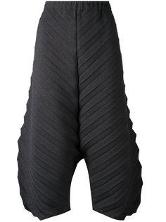 фактурные укороченные брюки  Issey Miyake Cauliflower