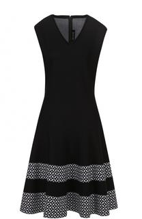 Приталенное платье с V-образным вырезом и контрастной отделкой подола St. John