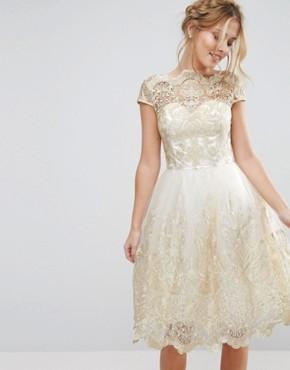 Кружевное платье миди для выпускного с вырезом лодочкой Chi Chi London Premium - Кремовый