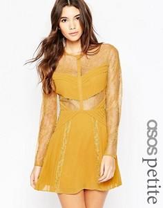 Кружевное короткое приталенное платье с вырезами ASOS PETITE - Желтый