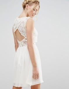 Платье 2 в 1 с кружевным топом и фестонной отделкой спинки Elise Ryan - Кремовый