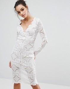 Платье-футляр миди с треугольным вырезом и сплошной кружевной отделкой Love Triangle - Кремовый