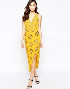 Асимметричное платье с декоративной отделкой Virgos Lounge Daria - Желтый