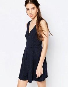 Кружевное короткое приталенное платье Hazel - Синий
