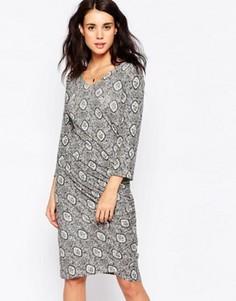 Платье с принтом и запахом спереди Ichi - Белый