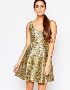 Золотистое приталенное платье Adelyn Rae - Золотой