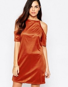 Платье из искусственной замши с открытыми плечами AX Paris - Красный