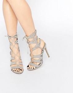 Гладиаторские сандалии на каблуке с отделкой и шнуровкой Missguided - Серый