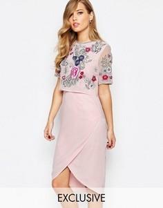 Платье-футляр с открытой спиной и декорированной накладкой Frock and Frill - Розовый