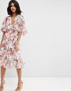 Мягкое платье миди с цветочным принтом в винтажном стиле и кейпом ASOS - Мульти