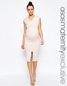 Облегающее платье миди с рюшами и разрезом ASOS Maternity - Розовый