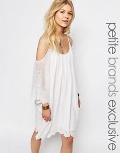 Ажурное платье мини с открытыми плечами White Cove Petite - Белый