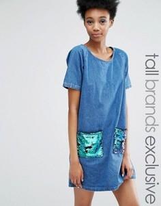 Джинсовое цельнокройное платье с пайетками на карманах Liquor & Poker Tall - Синий