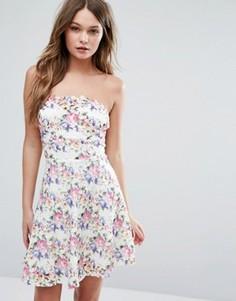 Короткое приталенное платье из цветочного кружева Lipsy - Мульти