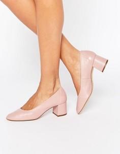 Кожаные туфли на среднем каблуке Faith Cassidy - Бежевый