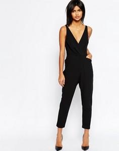 Комбинезон с запахом и широкими брюками со складками ASOS - Черный
