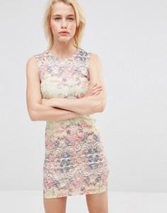 Легкое облегающее платье с абстрактным принтом Lavand - Мульти