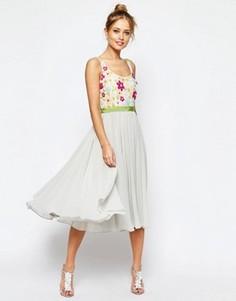 Приталенное платье миди с цветочной отделкой на лифе и зеленой лентой ASOS SALON - Серый