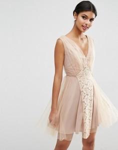 Сетчатое платье для выпускного с кружевной вставкой ASOS WEDDING - Розовый