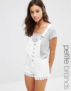 Комбинезон с шортами и кружевной кромкой Boohoo Petite - Белый