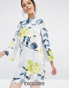Короткое приталенное платье с высокой горловиной и цветочным принтом Every Cloud - Мульти