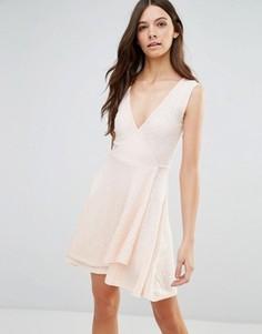Короткое приталенное платье из трикотажа в рубчик Influence - Розовый