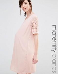 Цельнокройное платье с лазерной отделкой рукавов Mamalicious - Розовый Mama.Licious