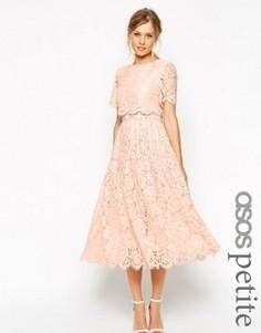 Кружевное платье для выпускного с кроп-топом и юбкой миди ASOS PETITE - Розовый