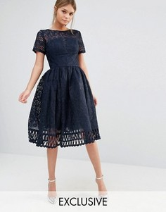 Кружевное платье с короткими рукавами Chi Chi London Premium - Темно-синий