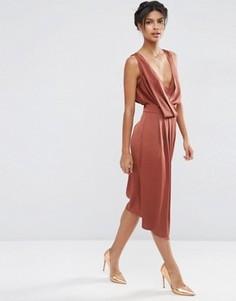 Платье миди с драпировкой спереди и перекрестными бретельками сзади ASOS - Коричневый