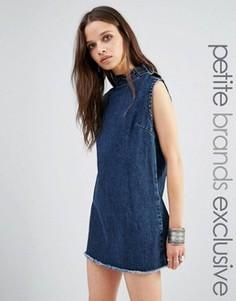 Джинсовое цельнокройное платье без рукавов с необработанными краями Glamorous Petite - Синий