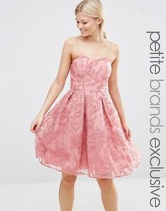 Короткое приталенное платье с вышивкой Chi Chi London Petite - Розовый