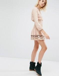 Бледно-розовое платье с присборенной талией Gat Rimon Nabi Boho - Розовый
