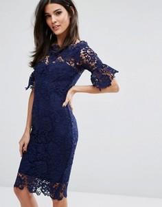 Платье кроше с открытыми плечами и рюшами на рукавах Paper Dolls - Темно-синий