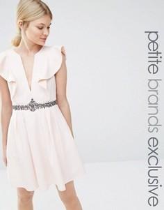 Приталенное платье с глубоким вырезом спереди Little Mistress Petite - Розовый