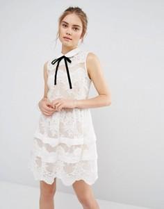 Кружевное платье мини с ярусами и контрастной отделкой Endless Rose - Белый