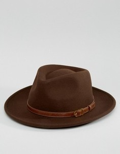 Широкополая шляпа с плоской круглой тульей и лентой из искусственной кожи ASOS - Коричневый
