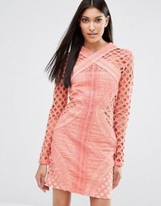 Кружевное платье с длинными рукавами и резной отделкой Missguided - Розовый