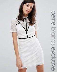 Платье-футляр с контрастной вставкой и завязкой Fashion Union Petite Gerrard - Белый