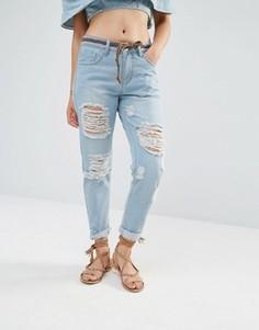Джинсы в винтажном стиле с рваной отделкой Boohoo - Синий