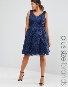Кружевное платье для выпускного с вырезом на спинке Chi Chi London Plus - Темно-синий