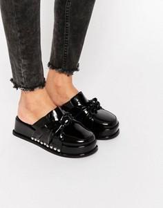 Лакированные сандалии на платформе с узелком Jeffrey Campbell - Черный