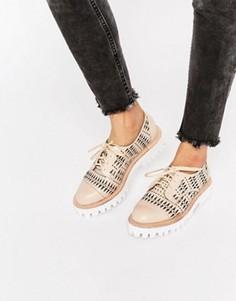 Массивные туфли с вырезами на плоской подошве Jeffrey Campbell Pistol - Розовый