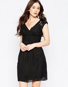 Короткое приталенное платье с отделкой на плечах Jasmine - Черный