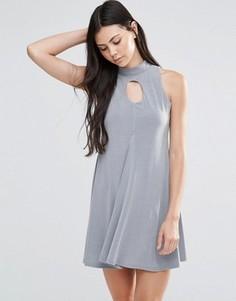 Короткое приталенное платье с высоким воротом и вырезом капелькой Love - Серый