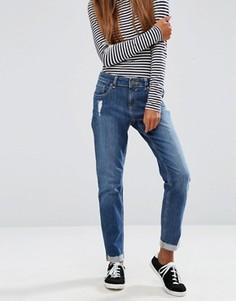 Выбеленные посередине джинсы бойфренда ASOS Kimmi Roxy - Синий