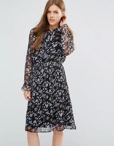 Плиссированное платье с длинными рукавами с оборками Yumi - Черный
