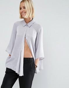 Свободная атласная блузка с драпировкой спереди ASOS - Серый