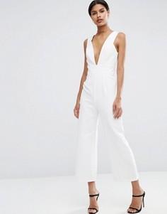 Комбинезон с глубоким вырезом и брюками-кюлотами ASOS - Белый