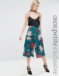 Атласные укороченные брюки с японским цветочным принтом ASOS PETITE - Зеленый